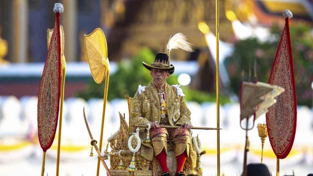 El rey de Tailandia Rama X durante su coronación.