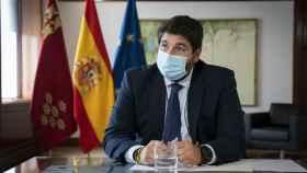 El presidente López Miras, en su despacho, este viernes.
