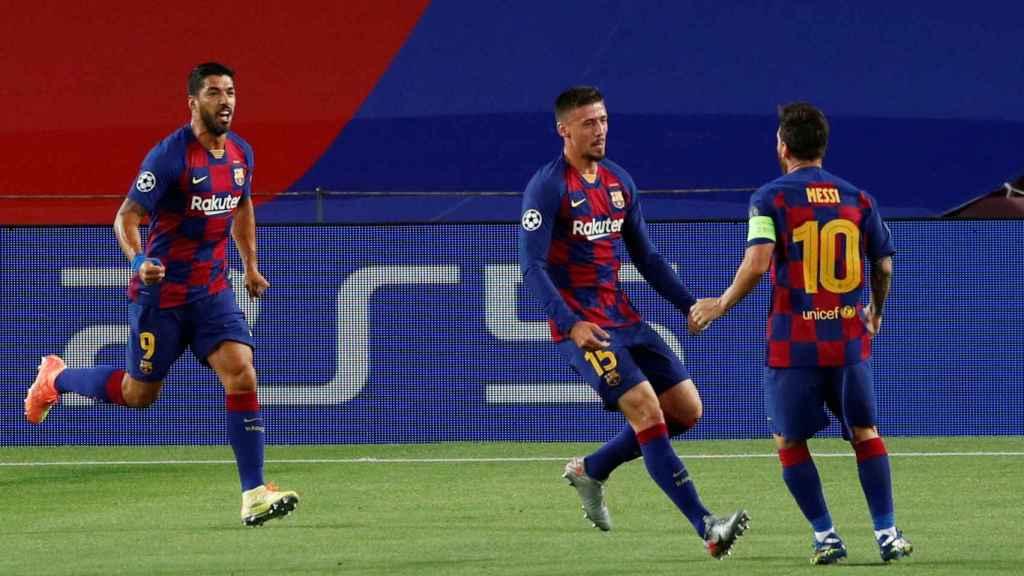 Leo Messi, Clement Lenglet y Luis Suárez celebran el gol del argentino