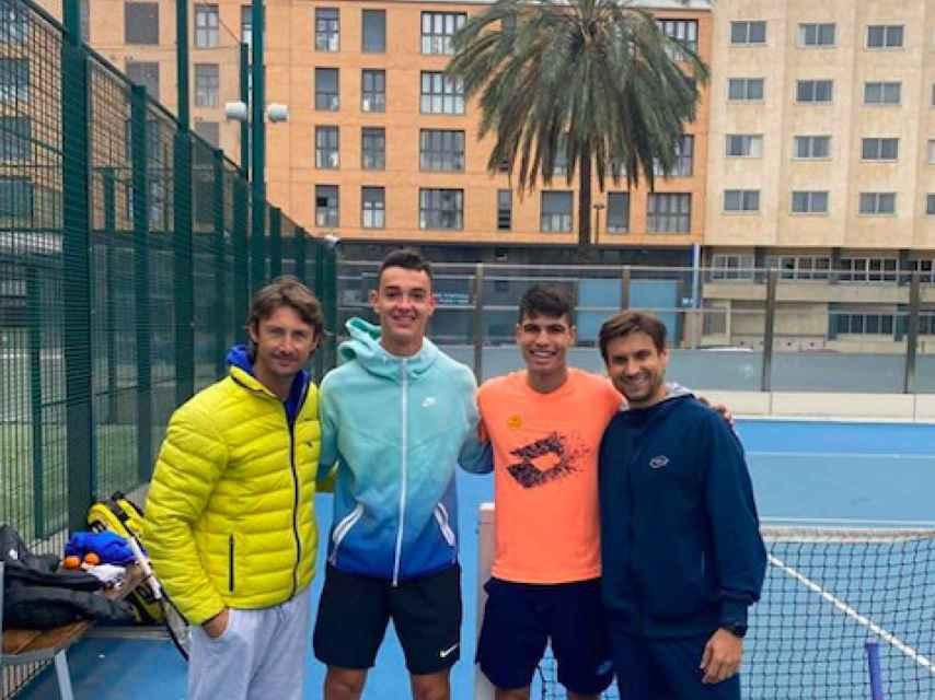 Carlos Alcaraz tras un entreno con Ferrero, Ferrer y Carlos Gimeno