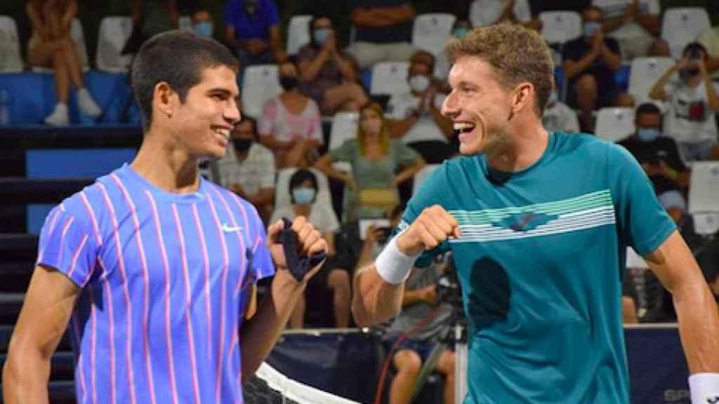 Carlos Alcaraz junto a Pablo Carreño