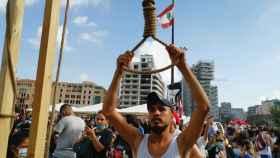 Enfrentamientos entre manifestantes y Policía frente al Parlamento en Beirut.