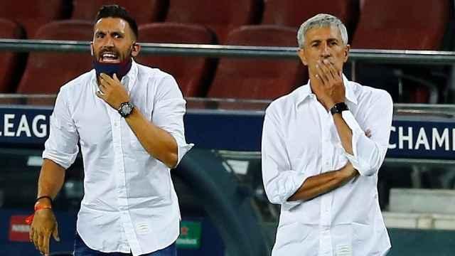 Eder Sarabia y Quique Setién, en el partido frente al Nápoles