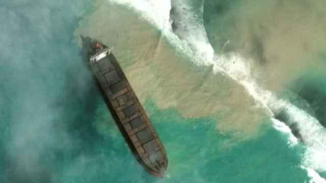Un vertido de petróleo se dirige sin control hacia las costas de Isla Mauricio
