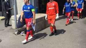 Los jugadores del Linfield FC de Irlanda del Norte saltan al cesped del Colovray Sports Centre de Nyon para el partido de la primera ronda de clasificación para la Champions League 2020/2021 en Nyon