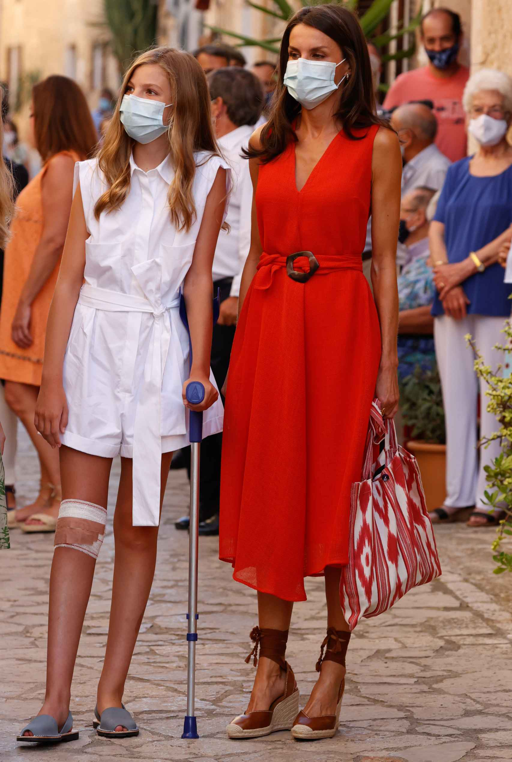 Detalles del estilismo y complementos de Letizia.