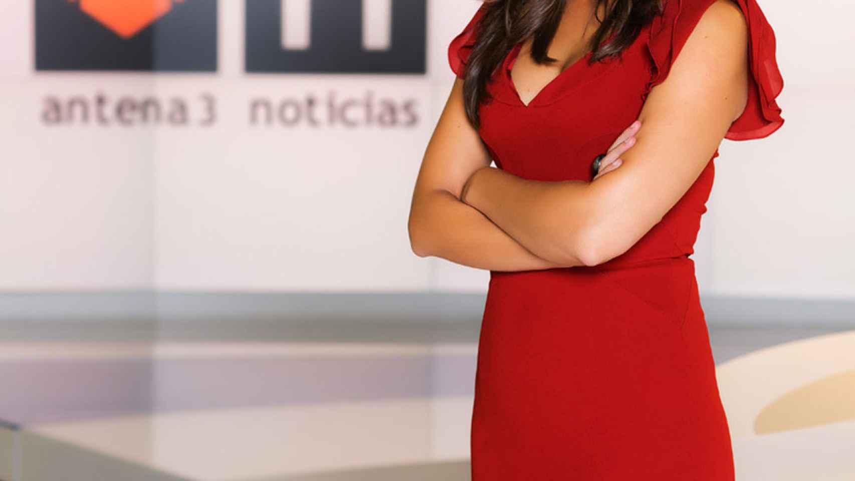 Esther Vaquero sustituye a Vicente Vallés en 'Antena 3 Noticias 2' este verano.