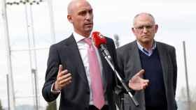 Luis Rubiales durante una comparecencia de la RFEF, acompañado del secretario general Andreu Camps