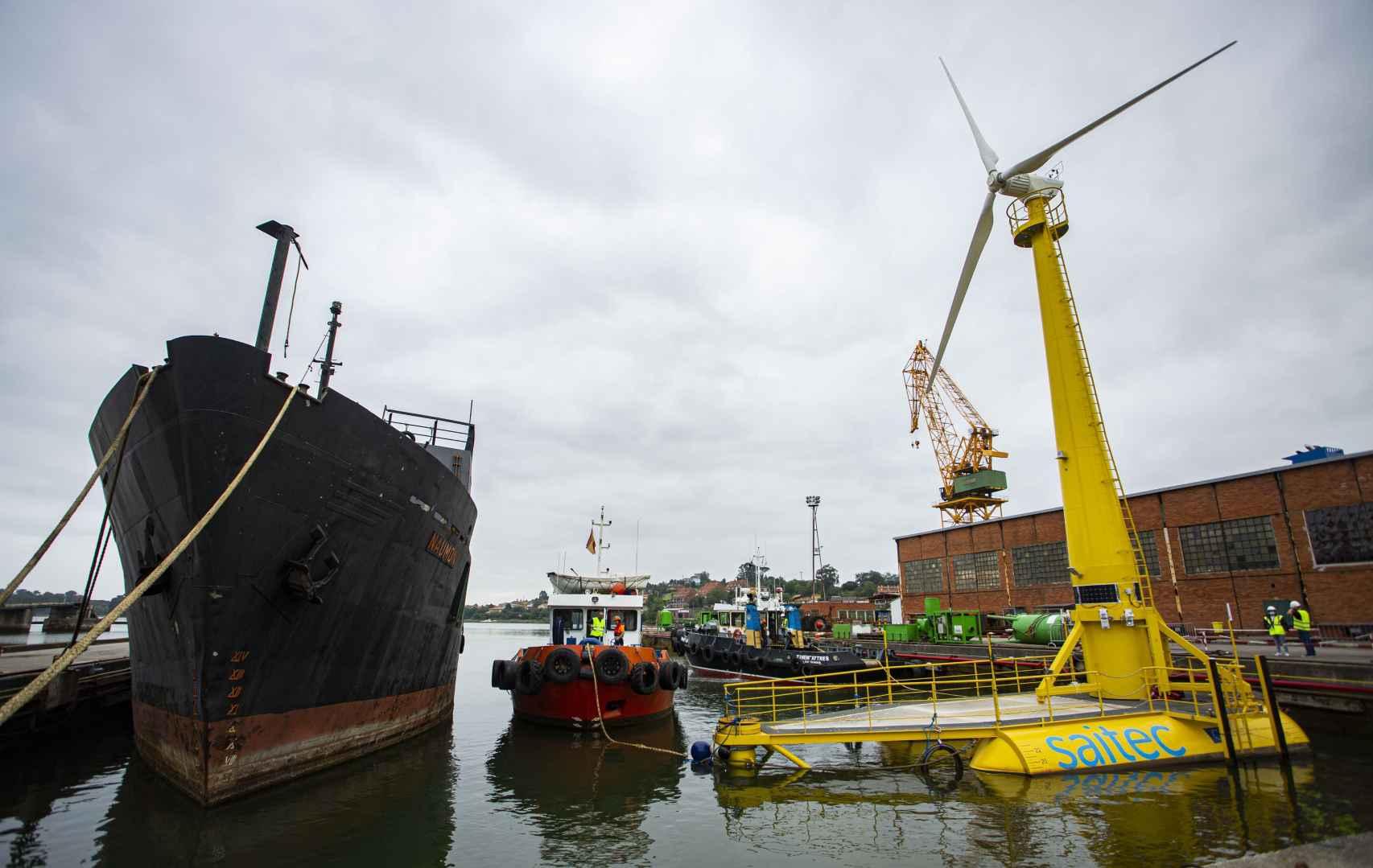 Puesta en marcha del aerogenerador marino flotante de Saitec en Santander