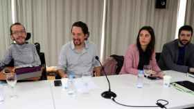 De izquierda a derecha: Pablo Echenique, Pablo Iglesias, Irene Montero y Juanma del Olmo.
