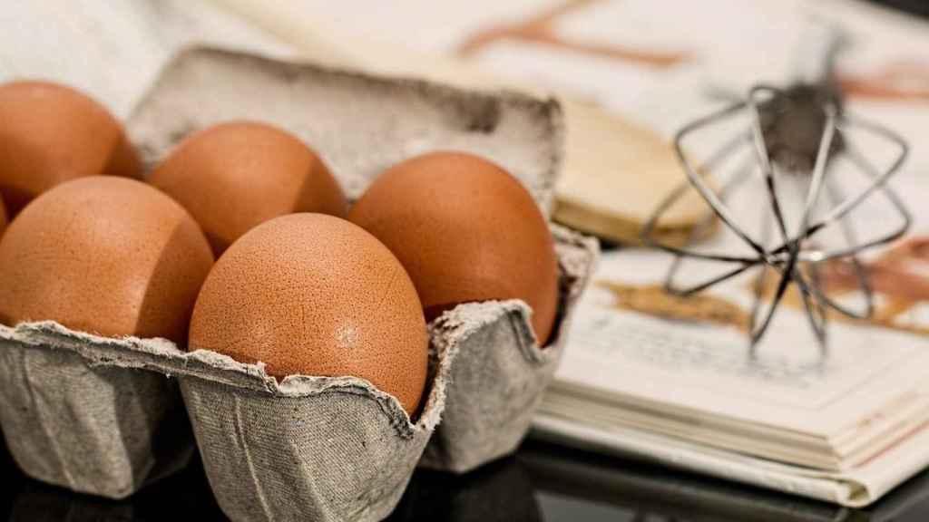 Media docena de huevos.