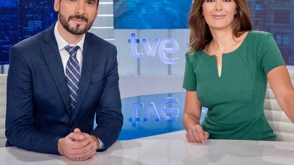 Hasta ahora, Lluís Guilera presentaba el 'Telediario Fin de Semana' junto a Lara Siscar.