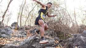 El corredor de trail Jay 'Jantaraboon' Kiangchaipaiphana durante la prueba