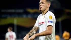 Lucas OCampos celebra su gol con el Sevilla ante el Wolverhampton en la Europa League