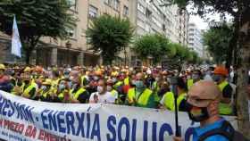 Protesta de trabajadores de Alcoa ante el Parlamento gallego.