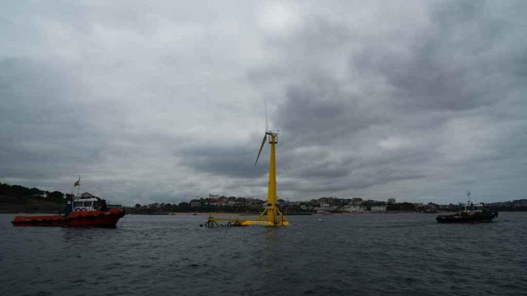 Se conecta a red el primer aerogenerador marino flotante de la Península, en Santander