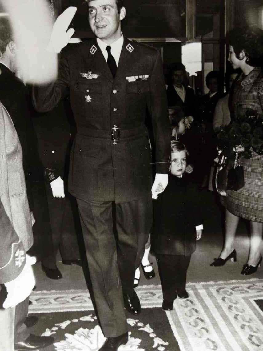 Juan Carlos I y Felipe VI, en la década de los 70.