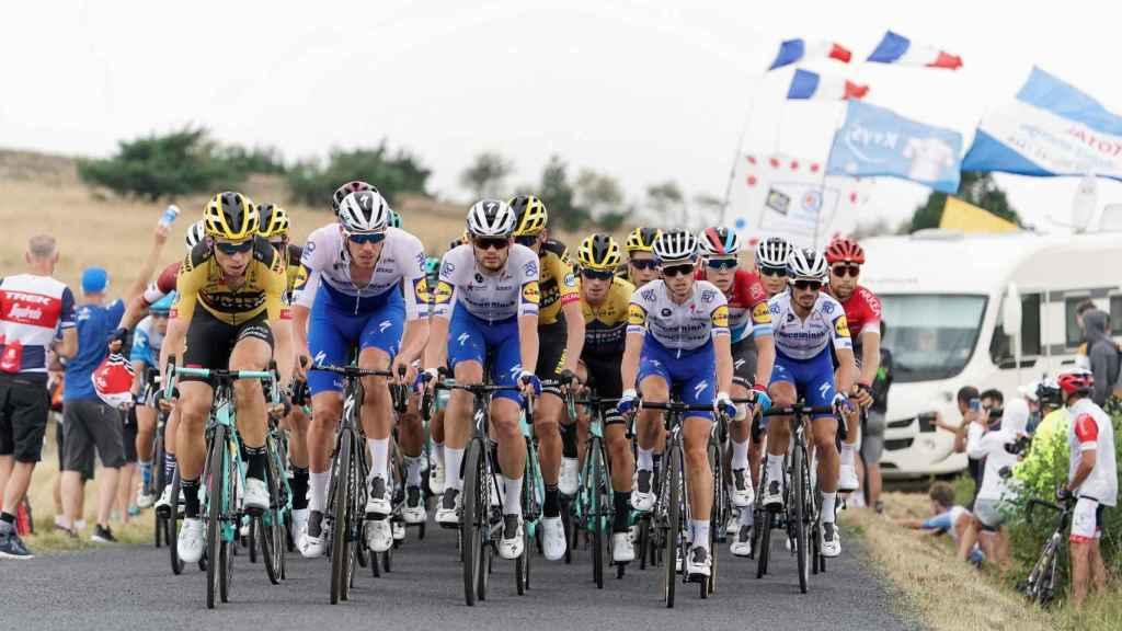 El equipo Jumbo Visma tirando del pelotón en el Dauphiné