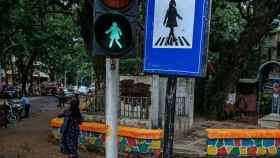 Señales con silueta de mujer en Bombay.