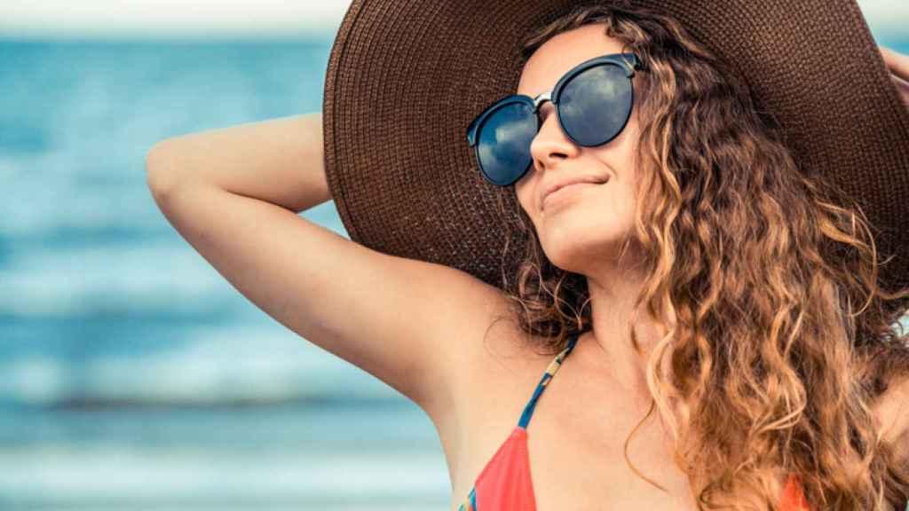 ¿Cabello estropeado? Anota estas soluciones para recuperar tu pelo tras el verano.