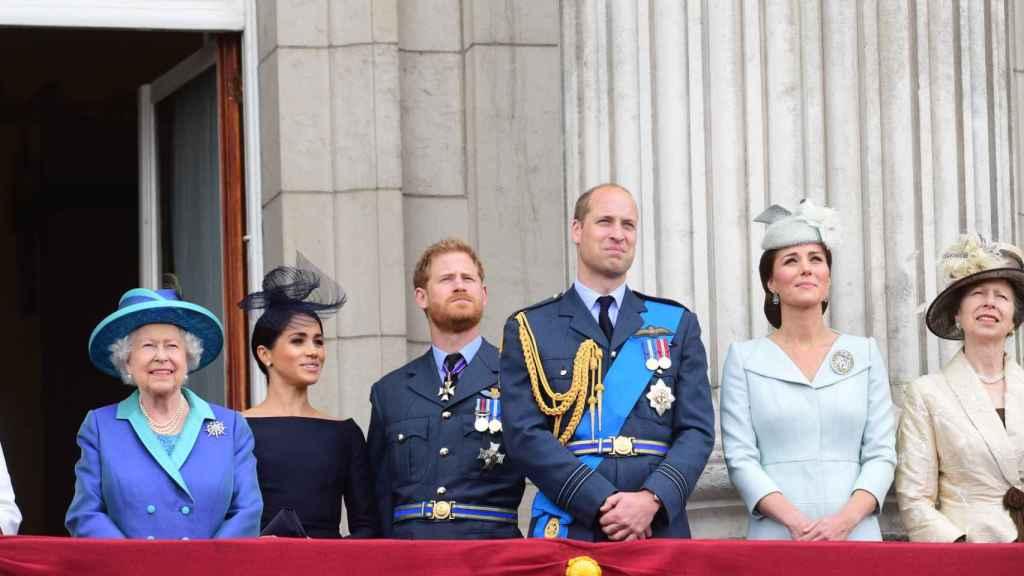 Meghan Markle y el príncipe Harry junto a la Familia Real británica, cuando todavía eran miembros activos de la Casa Real.