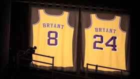 Los dorsales retirados de Kobe Bryant en el STAPLES Center de Los Ángeles