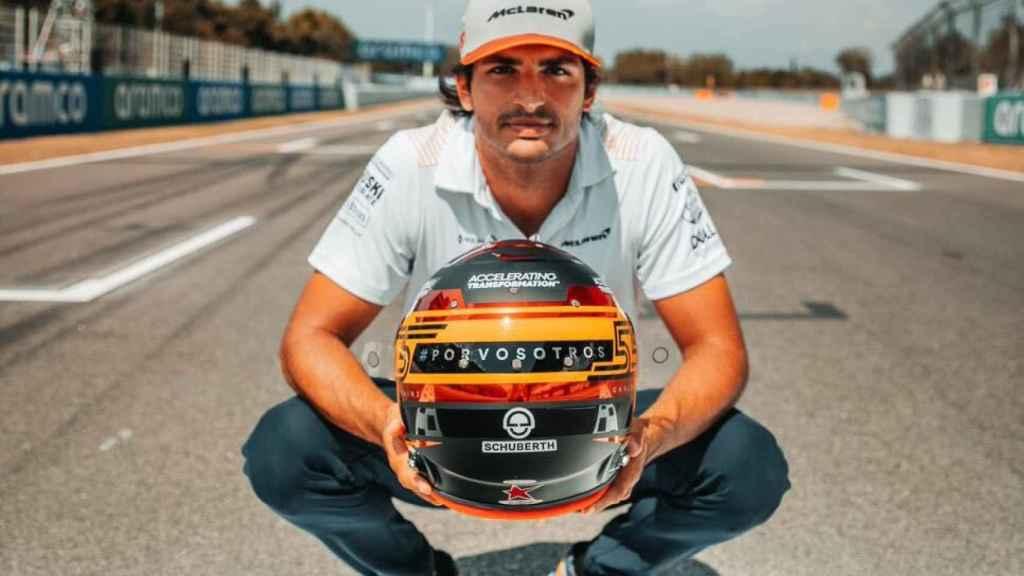 Carlos Sainz correrá el GP de España con un casco en recuerdo a fallecidos por la Covid-19