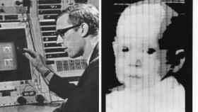 Russell A. Kirschl, creador del píxel, con la foto digital que le hizo famoso