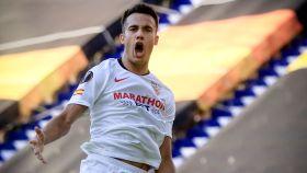 Reguilón celebra un gol con el Sevilla