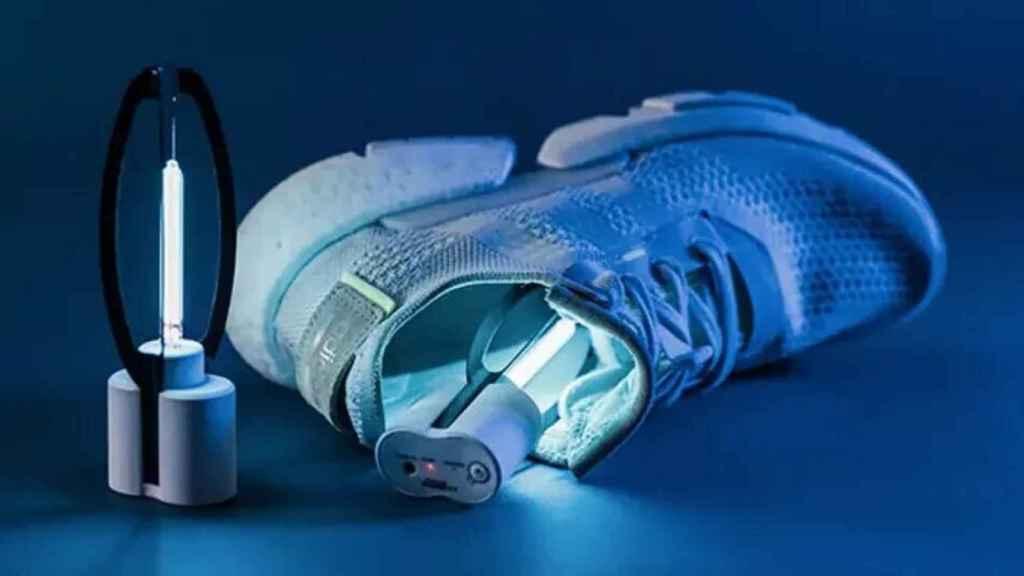 Luz ultravioleta para zapatillas.
