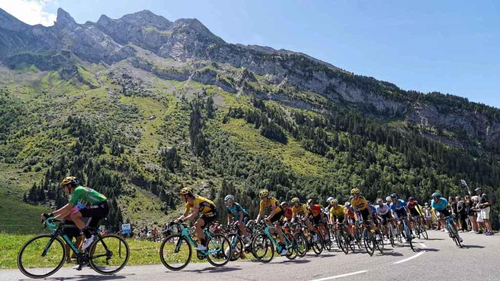 El pelotón en la cuarta etapa del Dauphiné