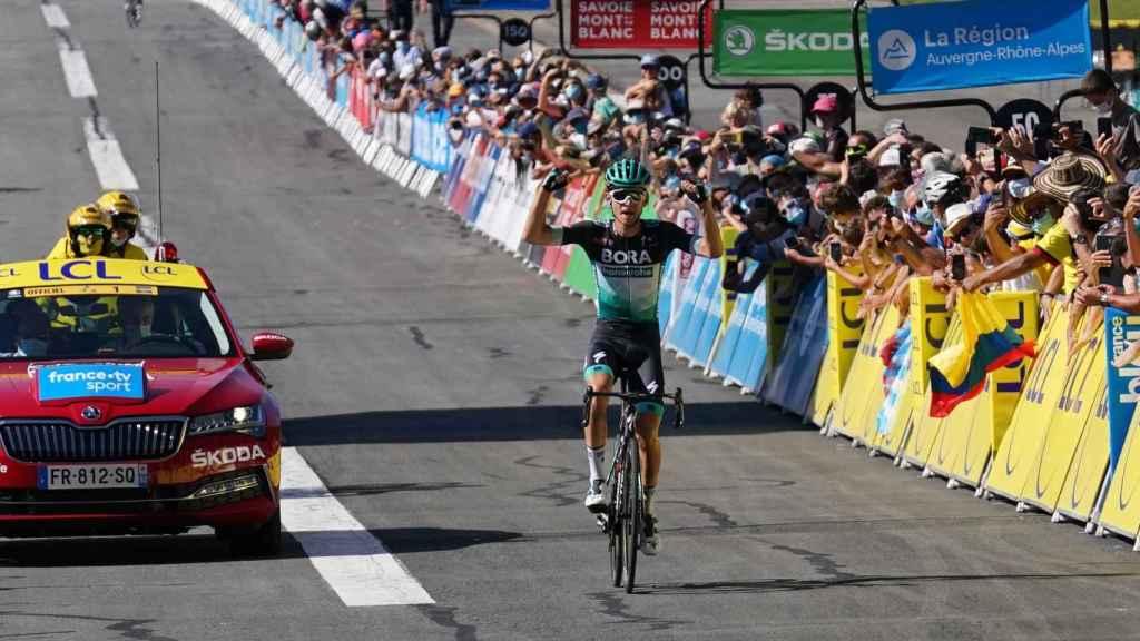 El corredor del Bora Kämna celebra su victoria en el Dauphiné