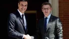 Pedro Sánchez y Alberto Núñez Feijóo en el Palacio de la Moncloa.