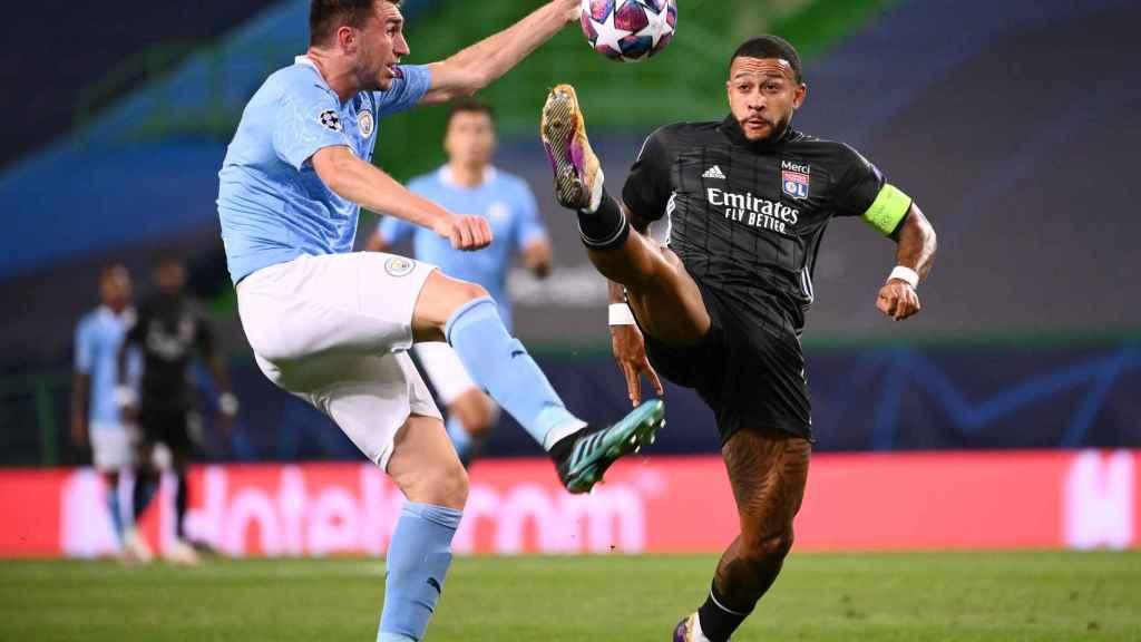 Laporte durante el duelo entre el Manchester City y el Lyon