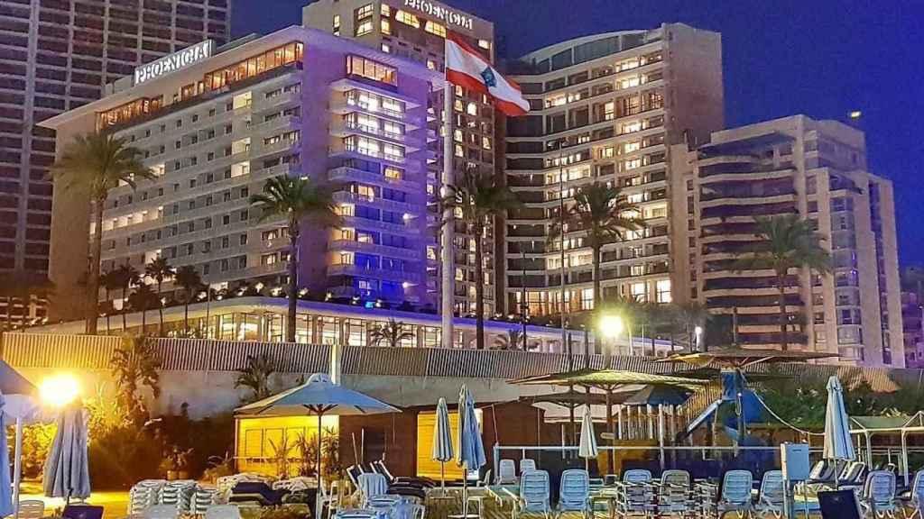 El Hotel Fenicia de Beirut antes de la explosión.