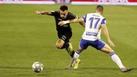 Josan, jugador del Elche, atacando ante el Zaragoza
