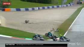 La moto de Franco Morbidelli pasando al lado de Maverick Viñales y Valentino Rossi