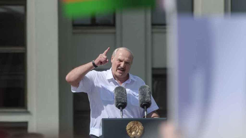 Alexander Lukashenko este domingo, en su discurso en la manifestación oficialista convocada en Minsk.