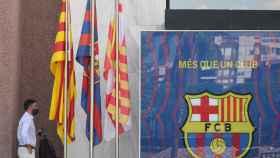 Josep María Bartomeu, entrando en las oficinas del club