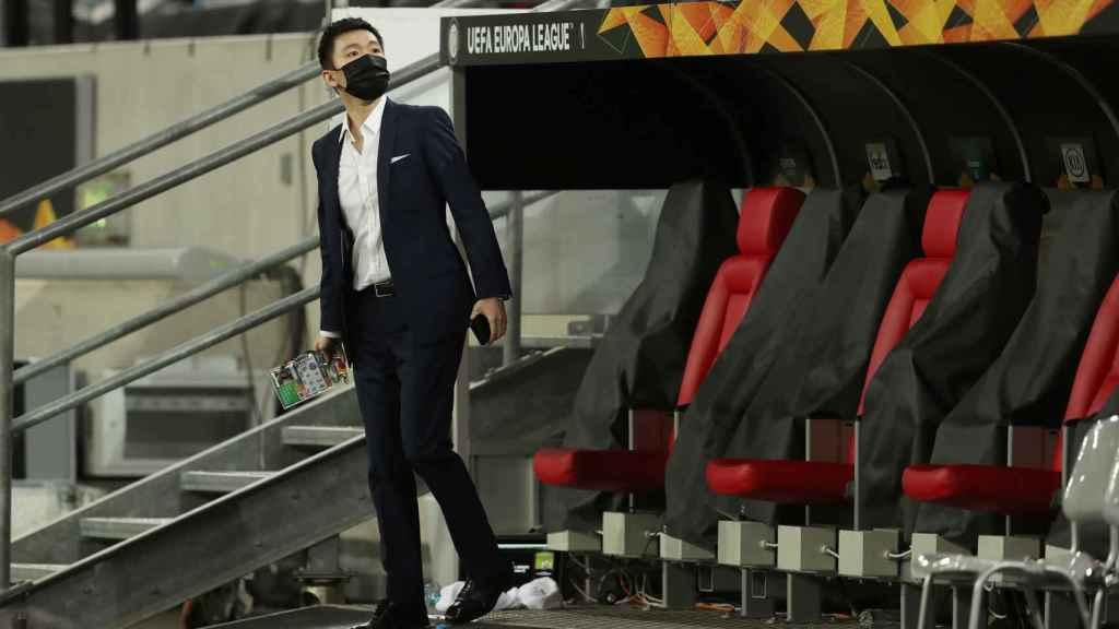 Steven Zhang, a pie de campo en las semis de la Europa League
