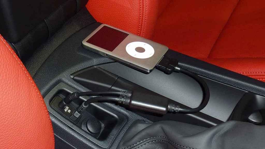 El iPod se podía conectar a otros dispositivos, como el coche