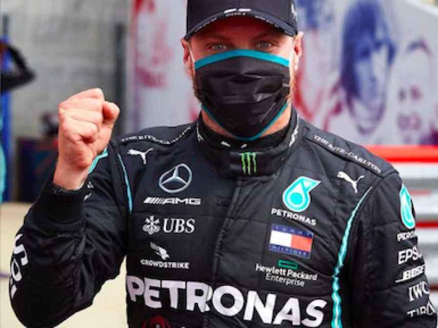 Bottas celebra una pole con el equipo Mercedes