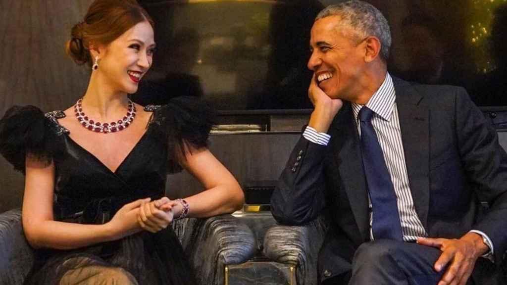 Evangeline Shen y Barack Obama, durante una subasta benéfica