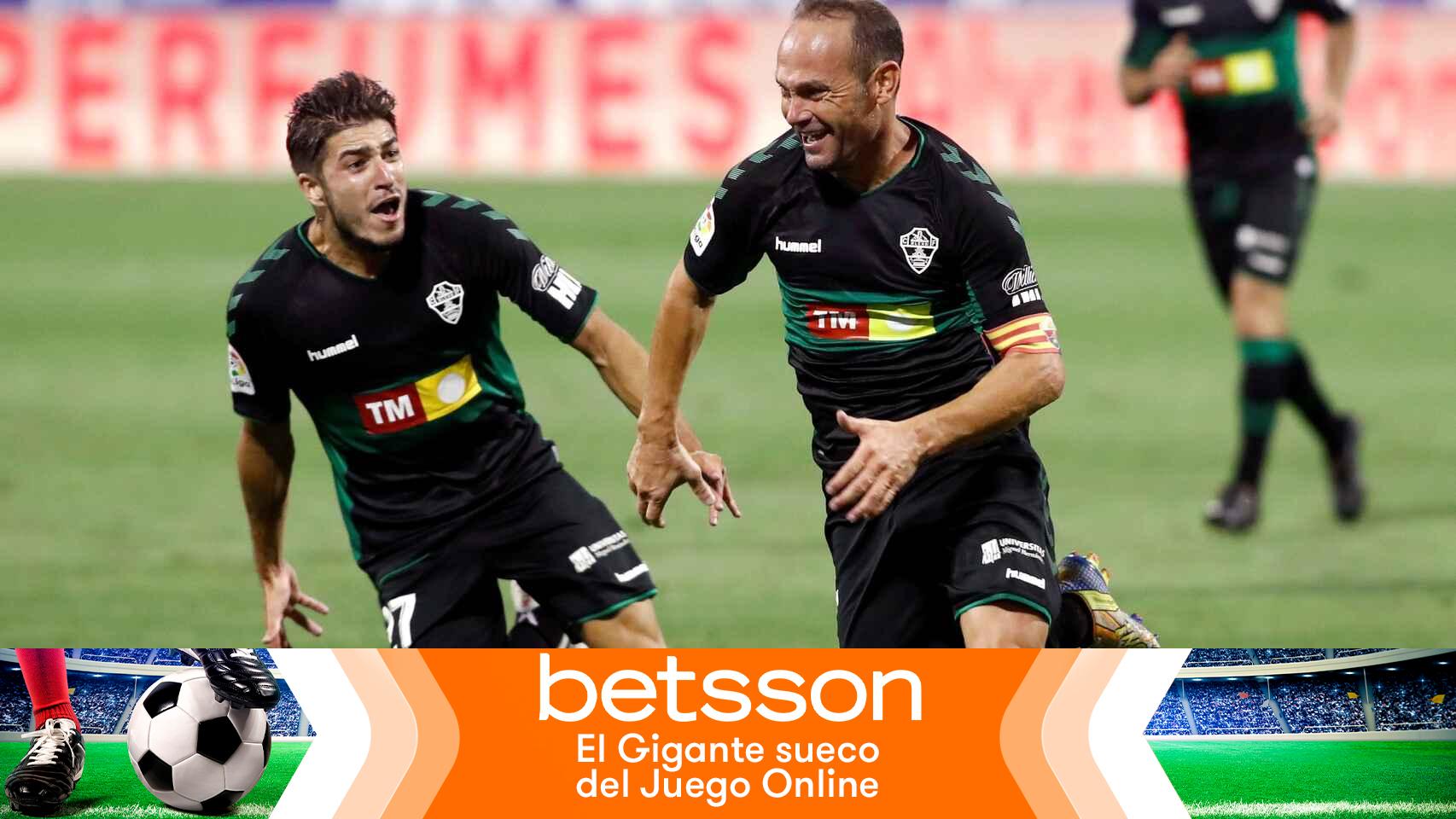Nino celebra su gol con el Elche