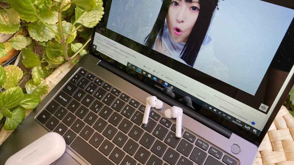 Los Huawei FreeBuds 3i son ideales para trabajar sin escuchar el sonido de los teclados