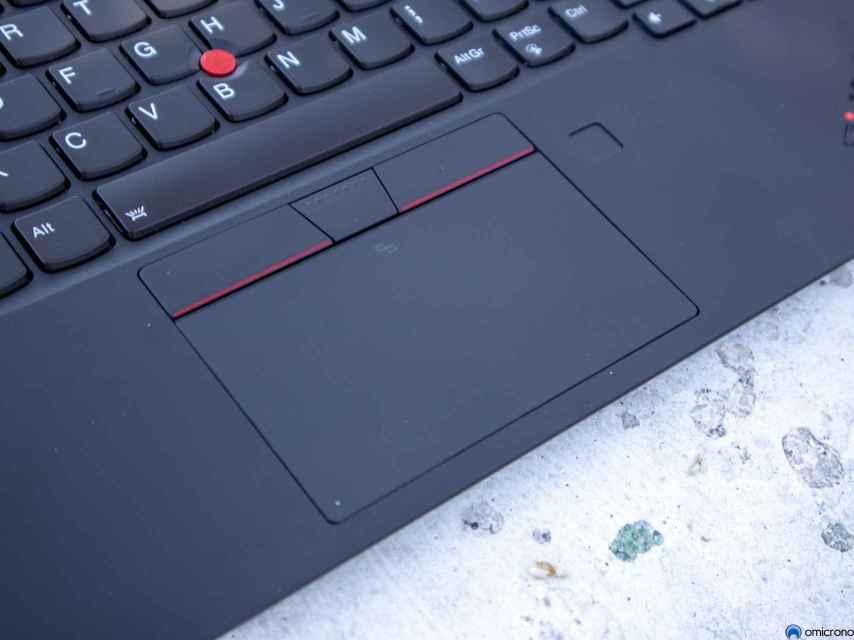 ¿Qué hace un trackpad con 3 botones encima?