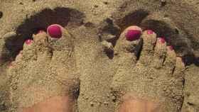 Uñas de los pies pintadas.