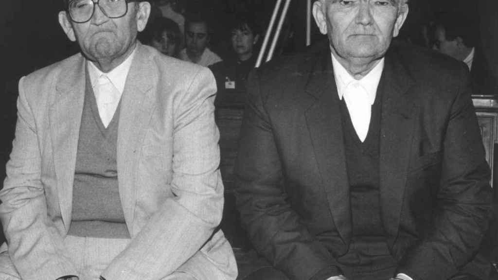 Antonio Izquierdo (i) y su hermano Emilio, durante el juicio por la muerte de nueve personas.