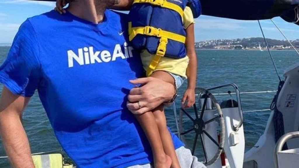 Pau Gasol junto a la pequeña Bianka, de tres años
