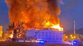 FOTO: Imagen del hotel ardiendo.